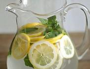 Indítsuk a napot citromos vízzel!