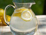 Ezért indítsuk a reggelt egy pohár citromos vízzel