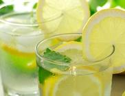 Nyáron fogyasszunk citromos vizet